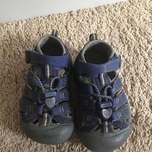 Keen sandals toddler size 8